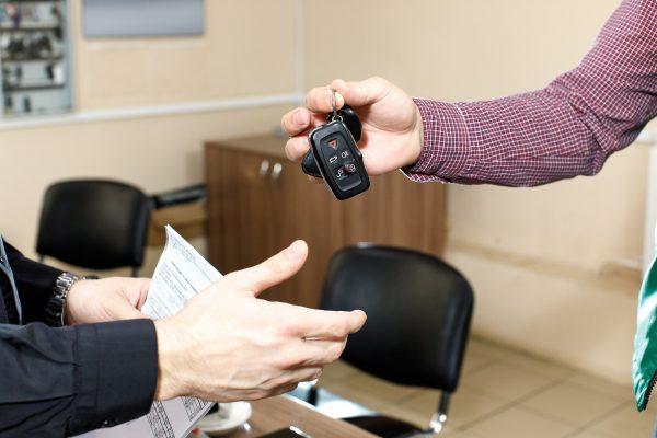 Entenda como funciona a transferência eletrônica de veículos