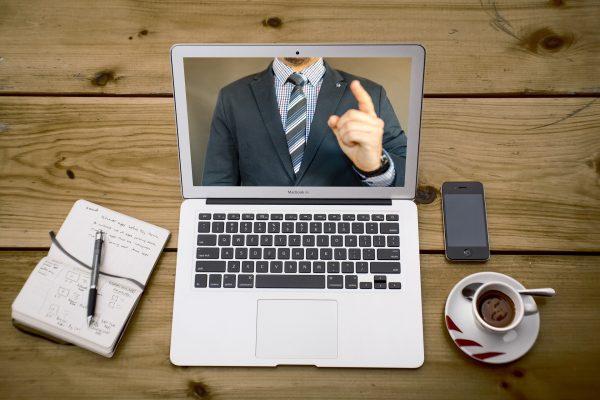 Emissão de certificado on-line por videoconferência: entenda o que mudou